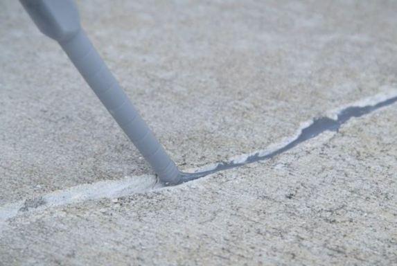 Routing and Sealing Method of Concrete Crack Repair