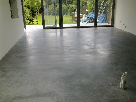 advantages and disadvantages of concrete flooring