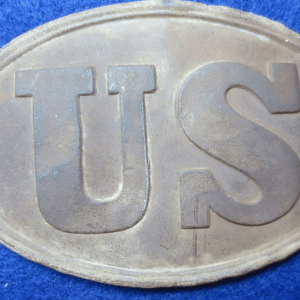 Oval buckle with the letters U and S