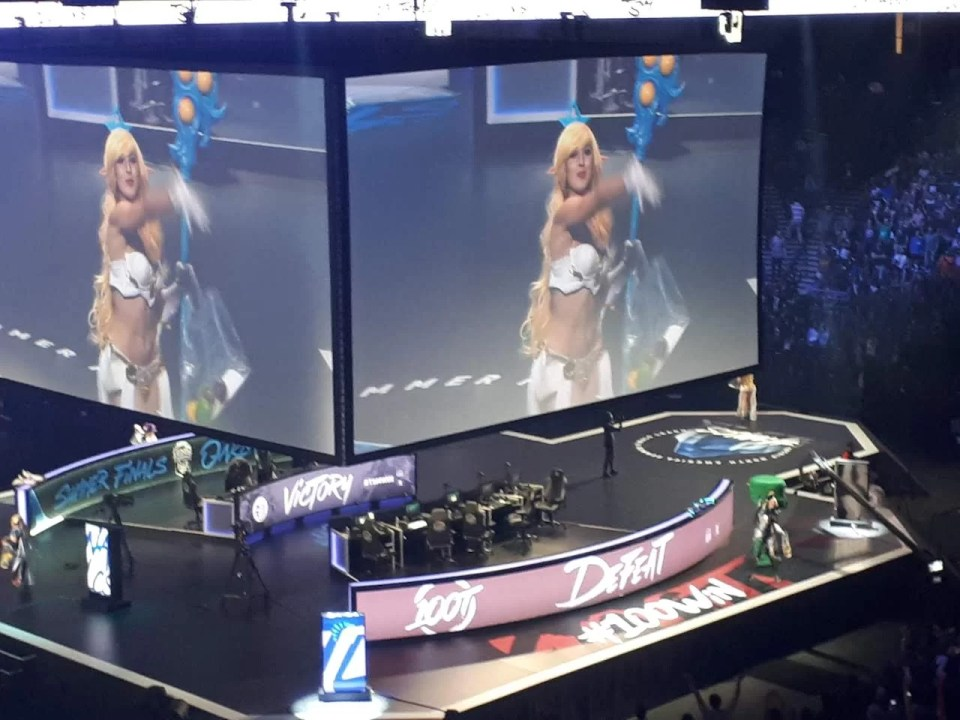 riot games' problematic culture for female players of league