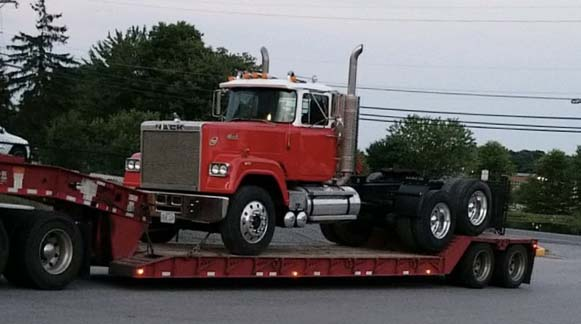 Picture of the 1978 Mack Super-liner that CJ Miller purchased