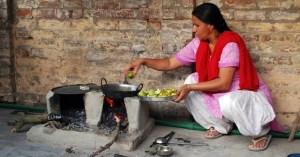 Punjabi_woman_in_kitchen