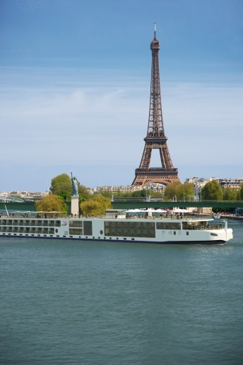 cjparis_Viking-River-Ship-Eiffel-Tower