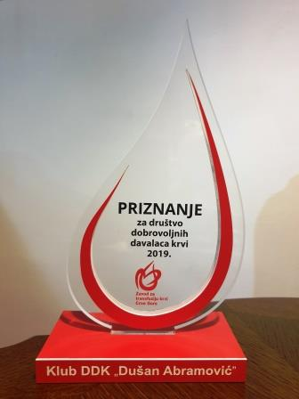 """Crvenom krstu Cetinje priznanje za društvo dobrovoljnih davalaca krvi """"Dušan Abramović"""""""