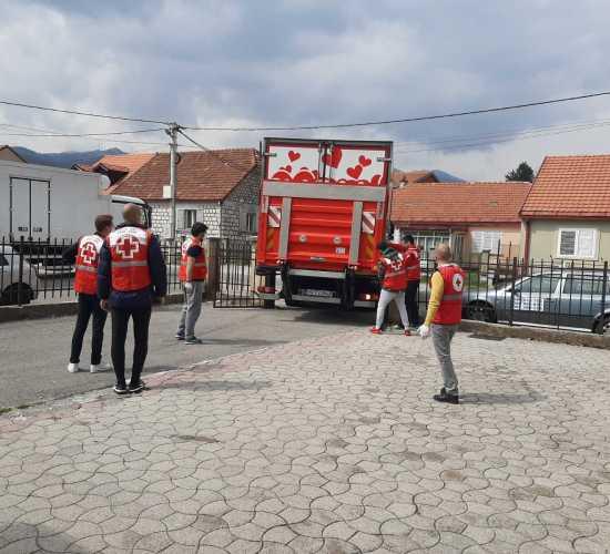 Vrijedna donacija za cetinjski Crveni krst