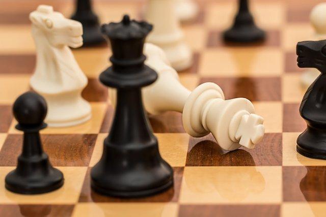 Figury na szachownicy.