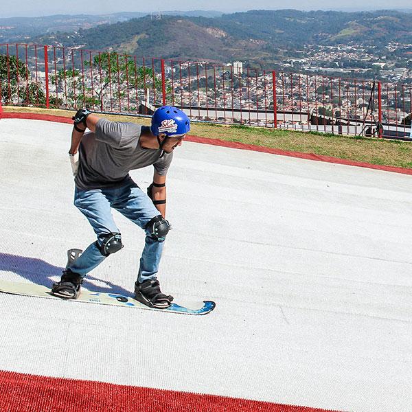Conheça o Ski Mountain Park em São Roque