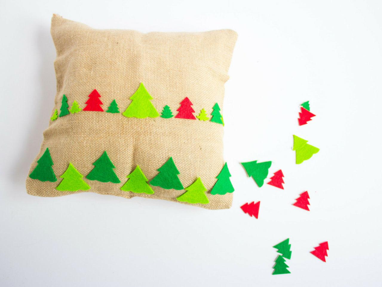 No Sew Burlap Christmas Pillows Fun365