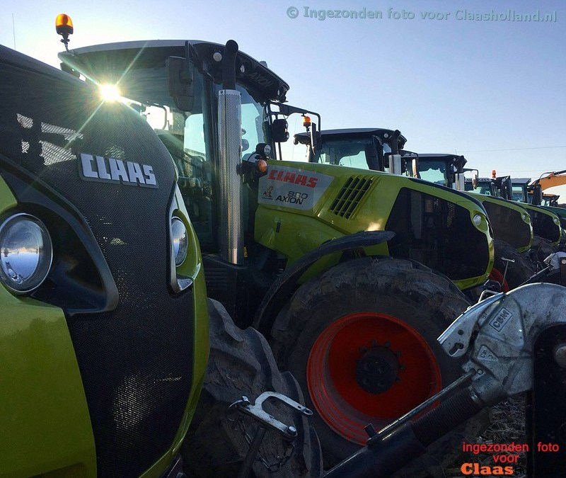 company Dujardin Farm is busy in manure with CLAAS AXION 800'S