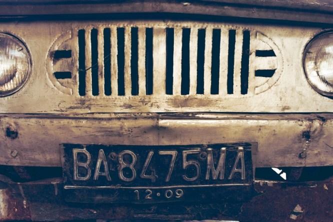 vieille voiture en couleur véhicule