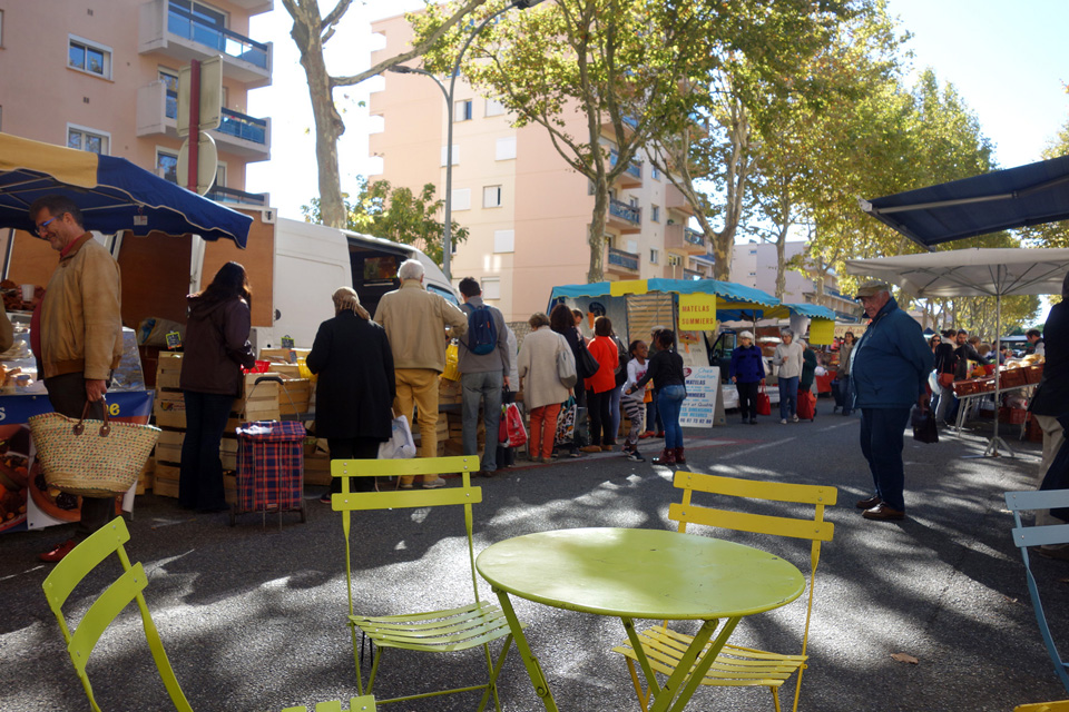 Prendre le temps de profiter du marché à coté de Toulouse