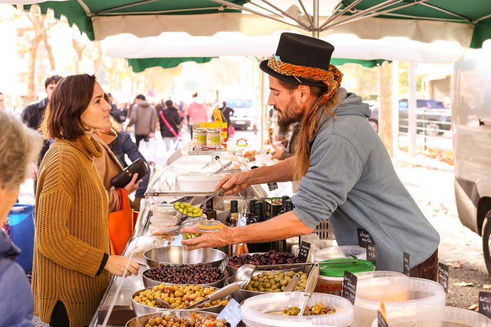Le marché permet de renouer avec les commerçants @Lucie Paimblanc