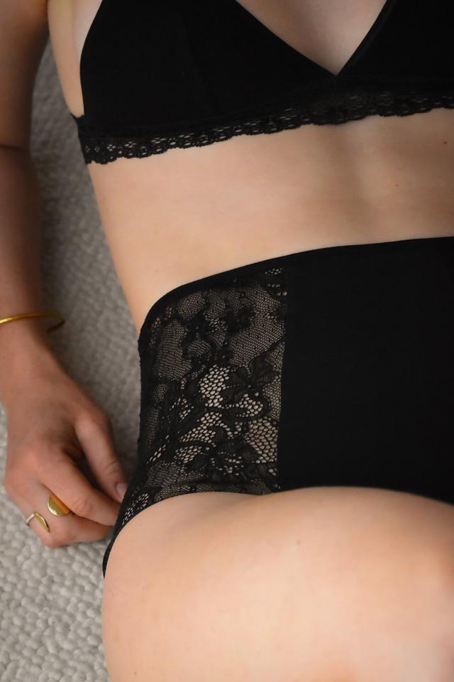 La culotte haute Rhea dentelle fleurs par Rejeanne