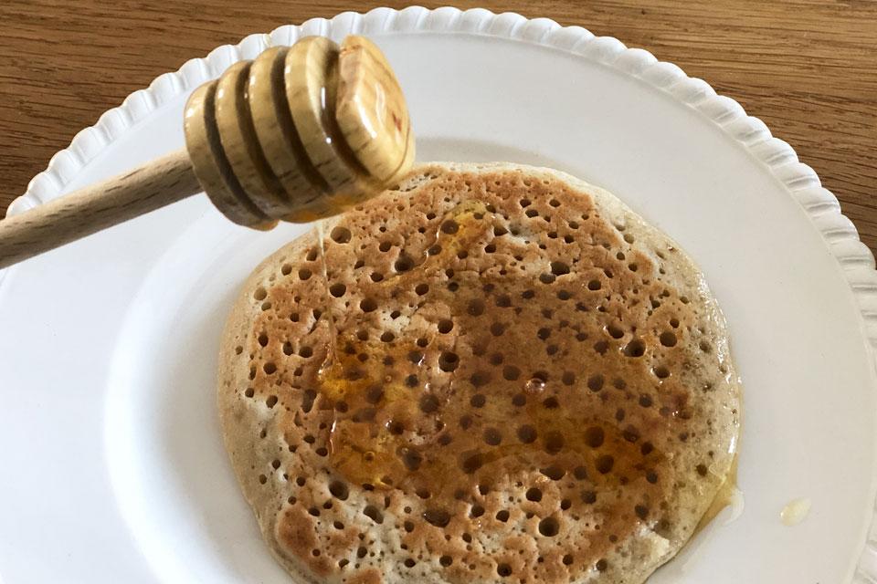Une recette de pancakes vegan avec du miel