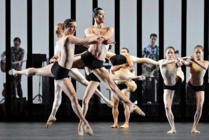 dm-carbon-life-ludovic-ondiviela-ryoichi-hirano-dancers-band_1000