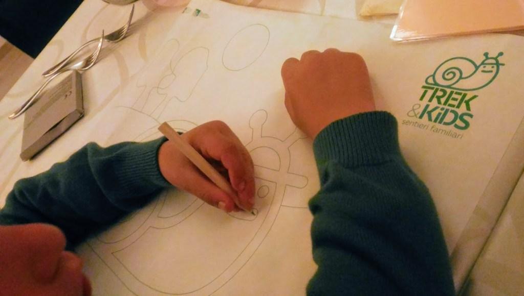 intrattenere i bambini al ristorante con fogli e pennarelli