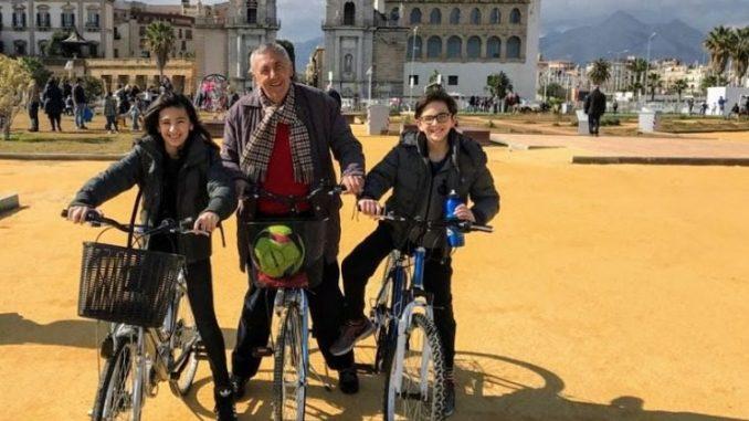 famiglia in bici a palermo