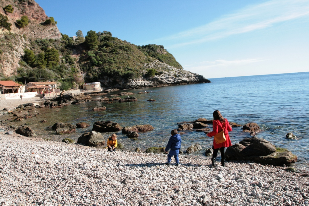 bambini in sicilia-isolabella
