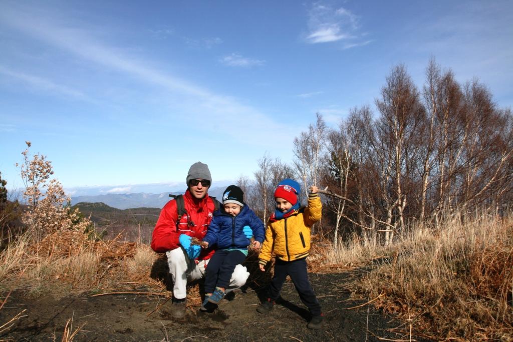 papà con bambini sull'Etna
