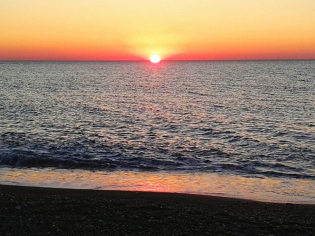 Spiaggia di Brolo al tramonto