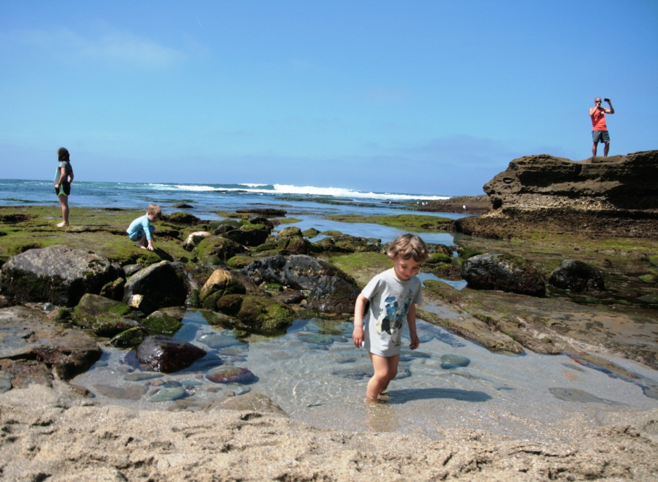 bambino che gioca in spiaggia a San Diego