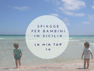 due bambini che giocano sulla spiaggia di San Vito lo Capo in Sicilia