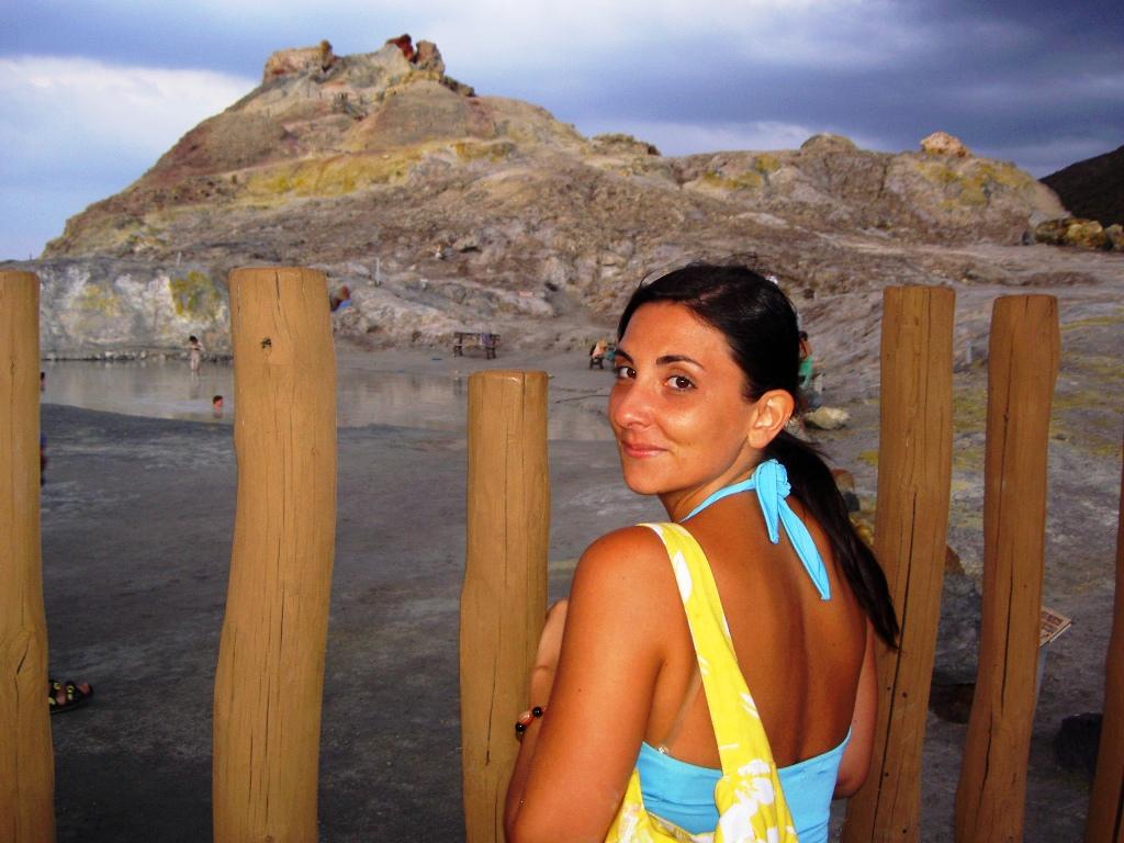 bagni di fango, una cosa da fare a vulcano alle isole eolie