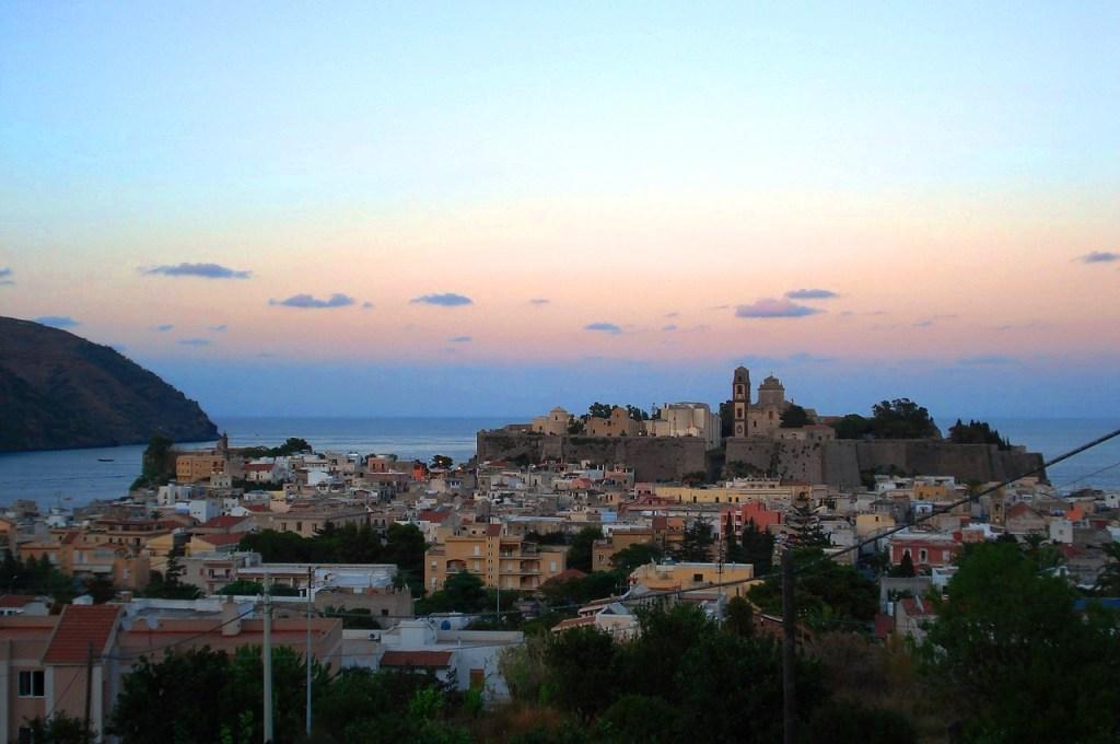 Vista del castello di Lipari alle Isole eolie