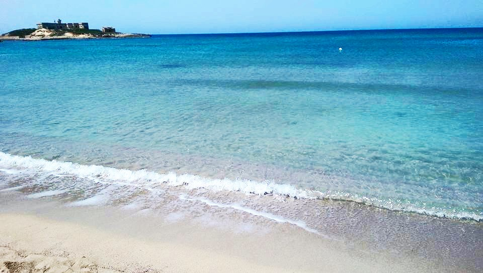 spiaggia di Isola delle correnti in Sicilia ideale per una vacanza al mare con i bambini