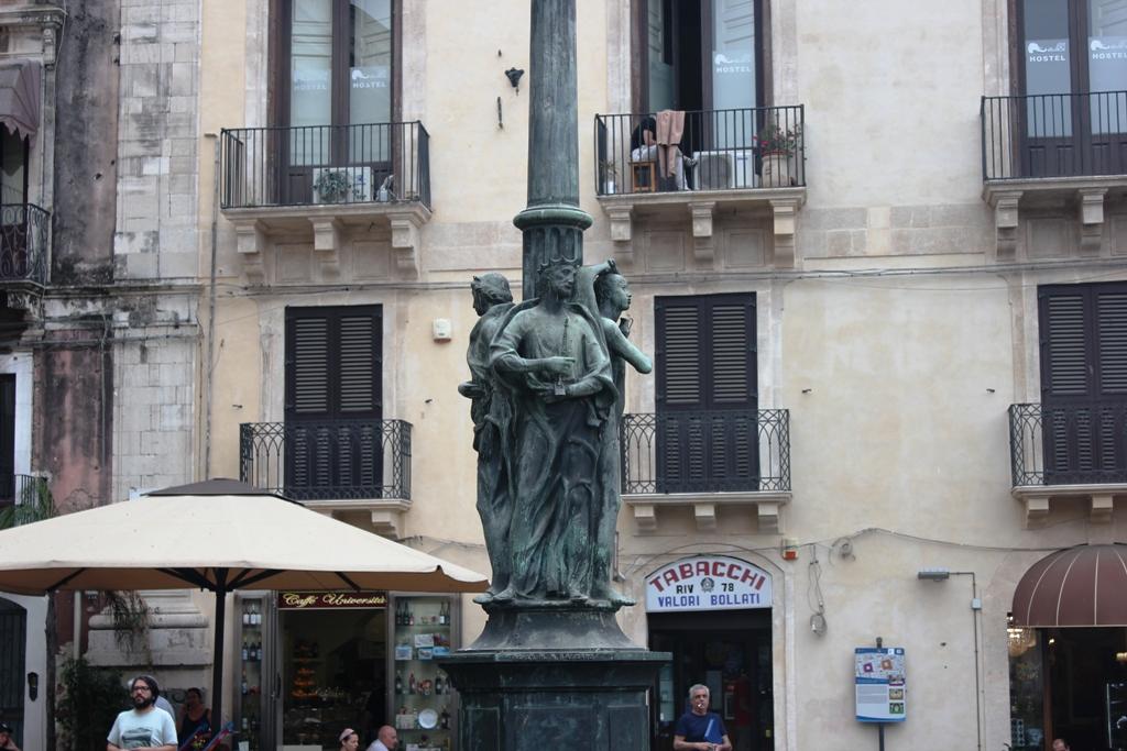 Candelabro di Colapesce una delle Le quattro leggende di Catania raccontate ai bambini
