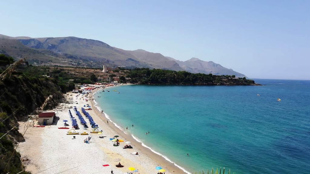 spiaggia di Baia Guidaloca in Sicilia vicino Castellammare del Golfo