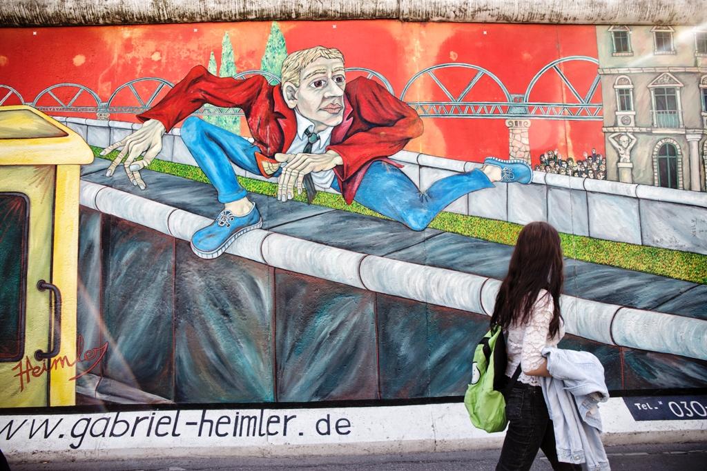 un murales a east side gallery berlino