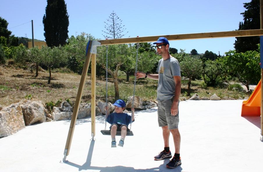 piscina e parco giochi in fattoria didattica a Trapani
