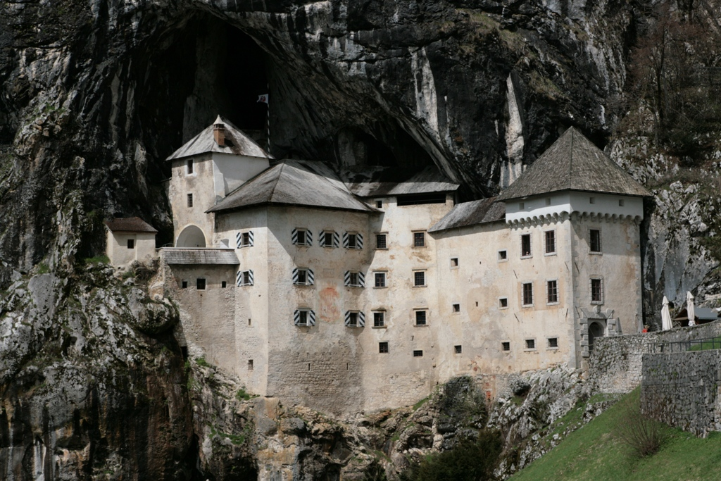 castello di predjama con i bambini