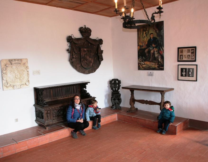mamma e bambini al castello di predjama