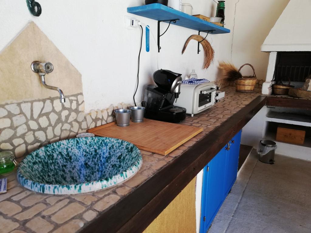 cucina esterna casa vacanze a agrigento