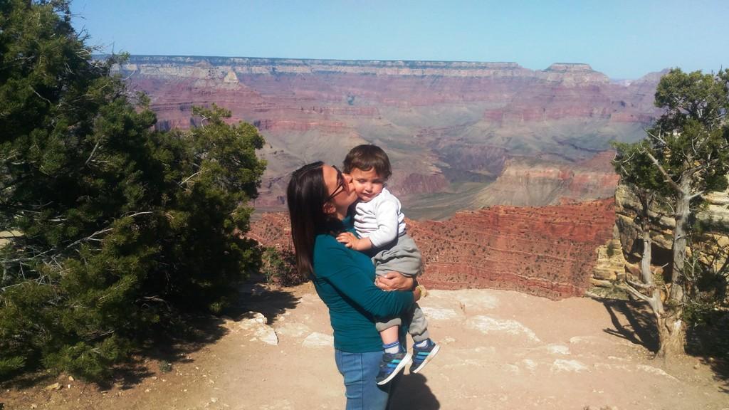 una mamma e un bambino al GrandCanyon