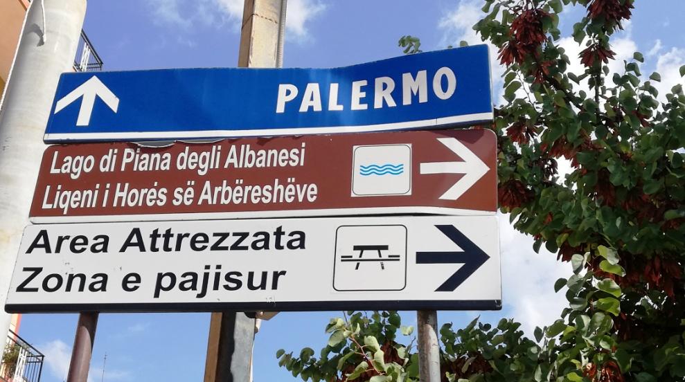cartelli stradali a Piana degli Albanesi