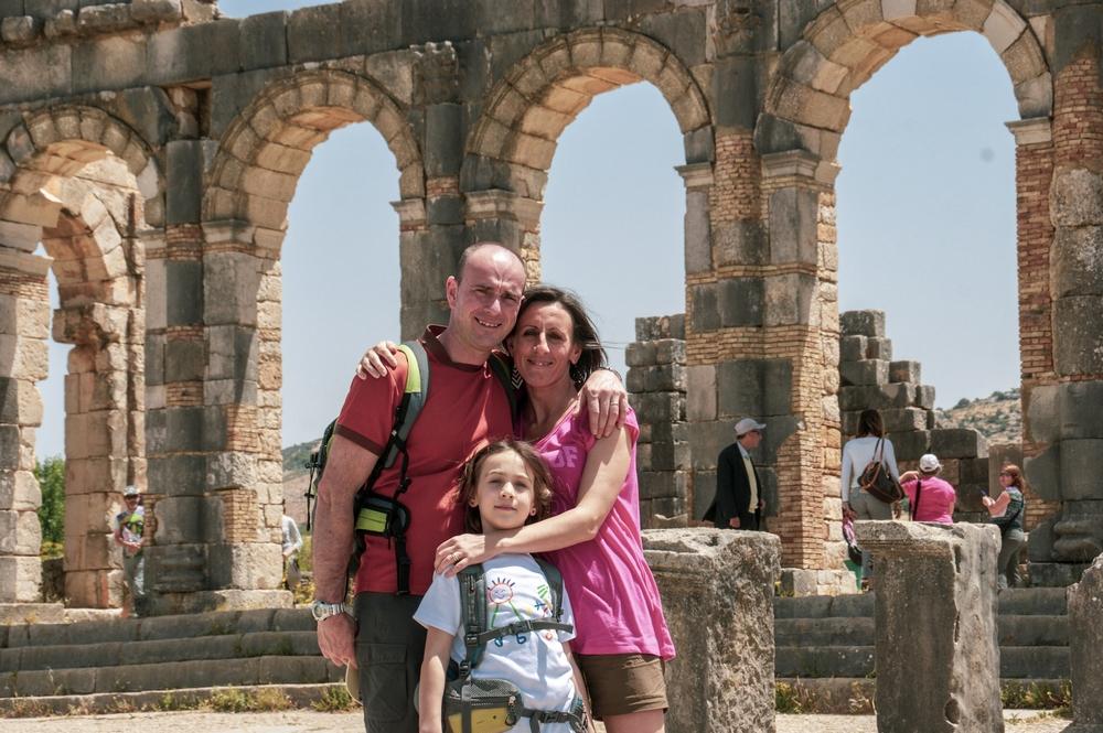 una famiglia al sito archeologico di Volubilis