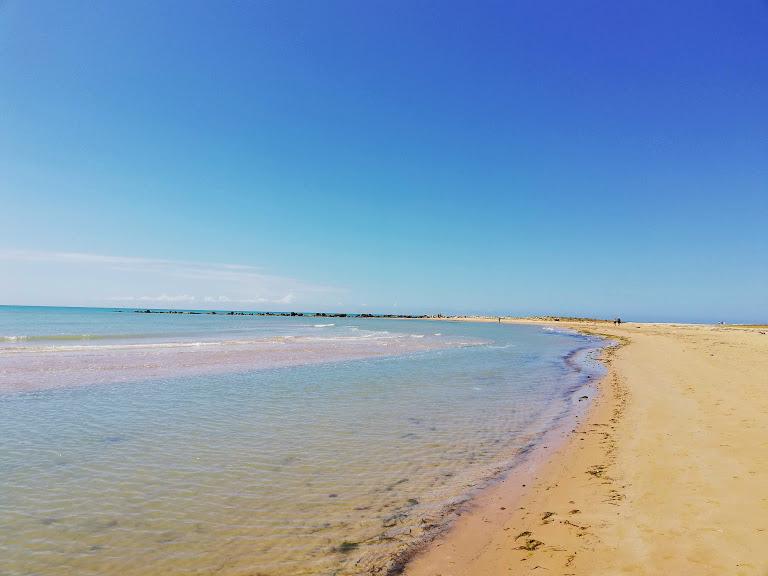 spiaggia di sabbia a Porto Empedocle vicino Agrigento