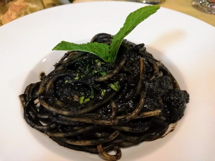 pasta col nero di seppia al ristorante maria tindara di Vulcano