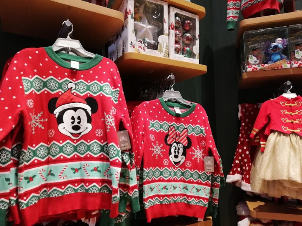 bambini al negozio di giocattoli di New York della Disney