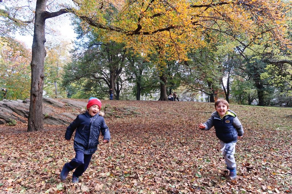 bambini che corrono a Central Park