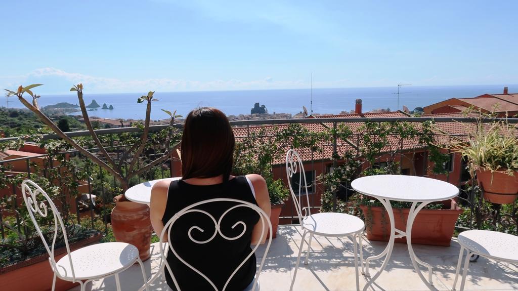 un bb con vista mare ad Acicastello nei dintorni di Catania