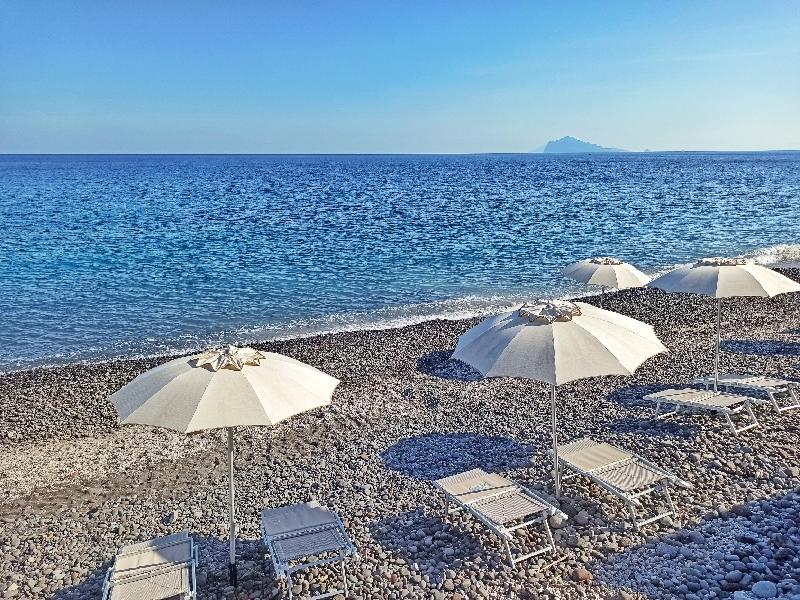 spiaggia di acquacalda a Lipari