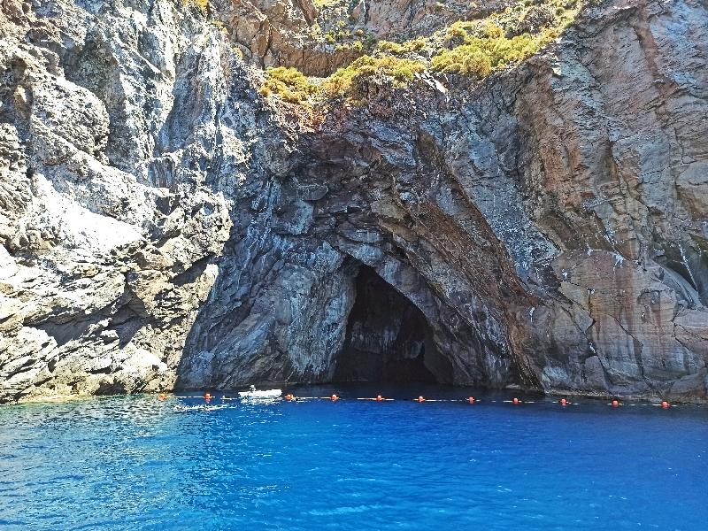 grotta del cavallo a vulcano