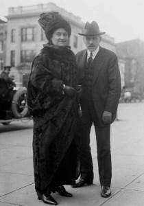 Maria Montessori et le journaliste Samuel Sidney Mc Clur.