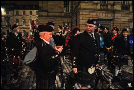 The torchelight procession Edimbourg Ecosse