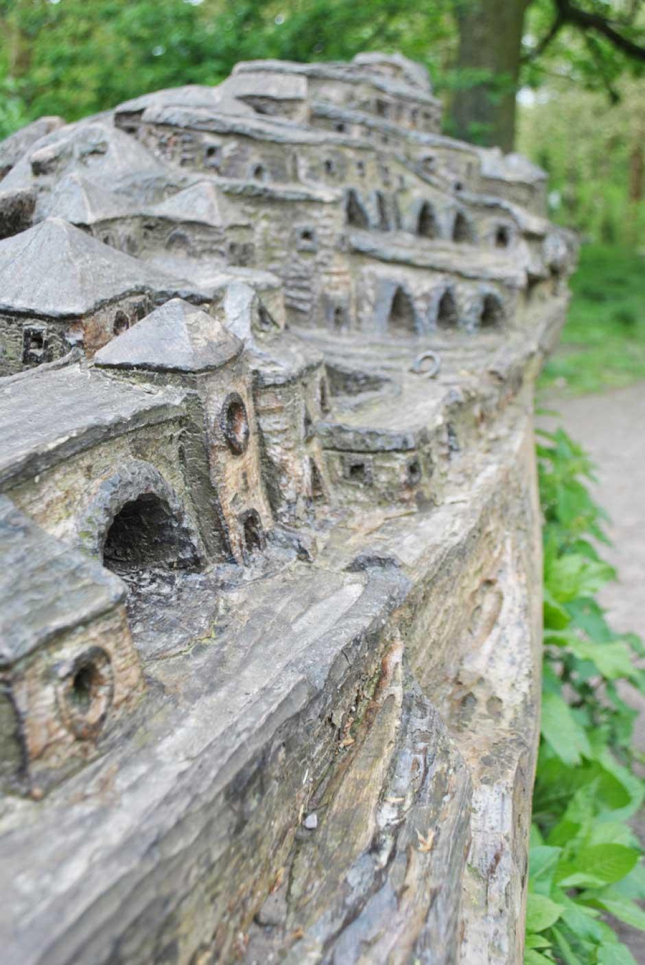 Le-tronc-sculpté-de-Christophe-Cardon-(1)
