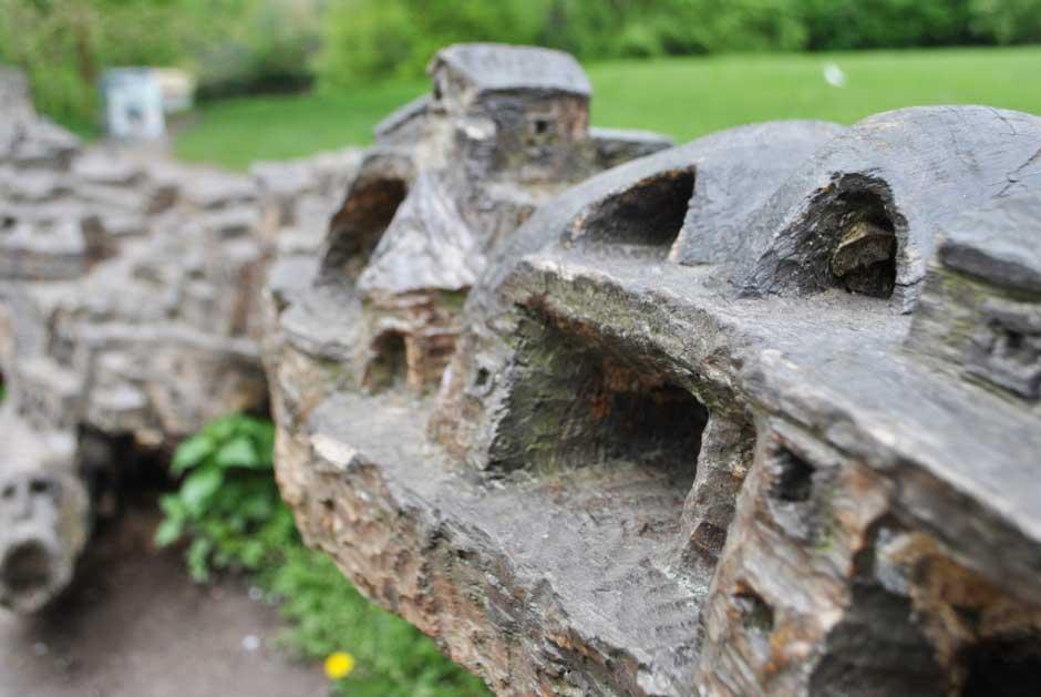 Le-tronc-sculpté-de-Christophe-Cardon-(2)